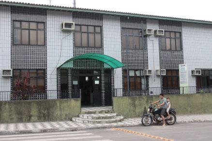 Fachada da prefeitura de Paraipaba. Município aderiu ao protesto contra diminuição dos repasse de recursos federais.