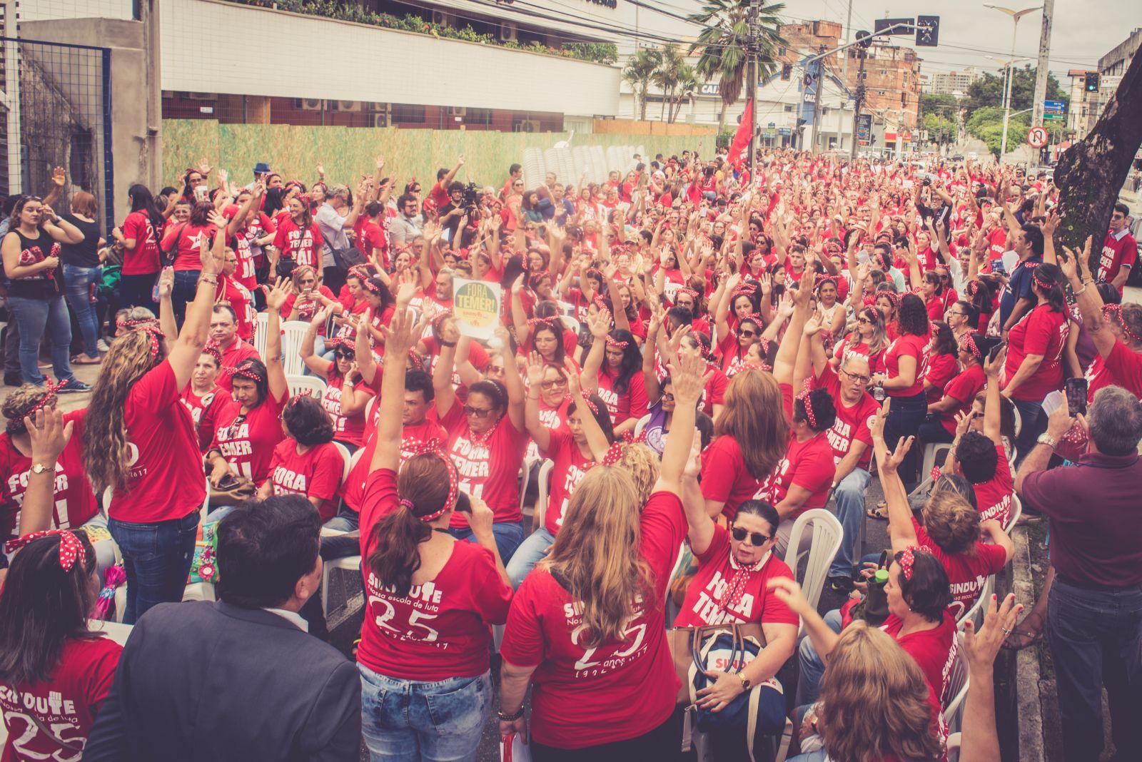 Na foto, greve dos professores de Fortaleza, iniciada dia 15 de março. (Marcos Adegas)